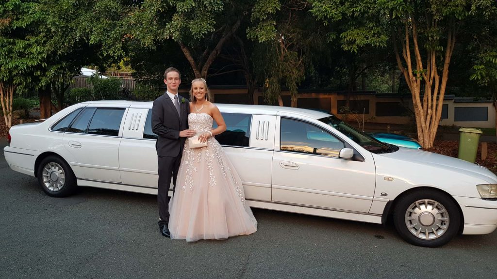 9paxlimo-formal-limo-hire-gold-coast